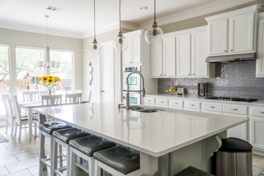 Designing An Entertainment-Friendly Kitchen